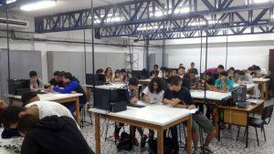 Alunos e interessados participam de oficina dos cursos das Engenharias Eletrônica e de Computação